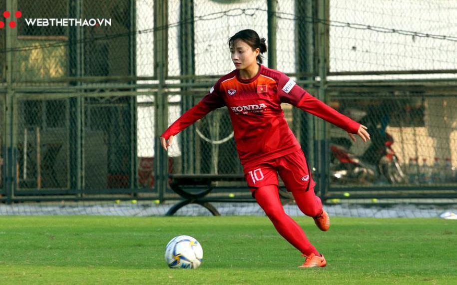 Trung vệ ĐT nữ Việt Nam Hoàng Thị Loan cao bao nhiêu?
