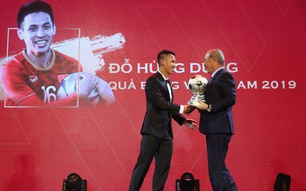 Vì sao Hùng Dũng thắng Quang Hải ở giải Quả bóng Vàng?