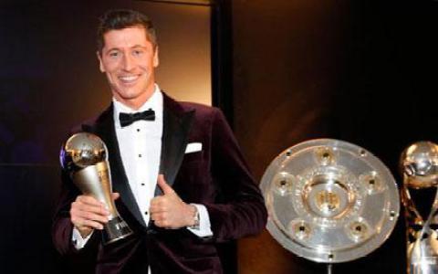 Robert Lewandowski thắng giải The Best: Nâng mình lên nhờ hạ cái tôi xuống