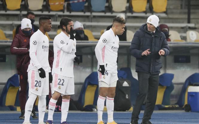 Real đứng trước nguy cơ bị loại, Zidane cương quyết không từ chức