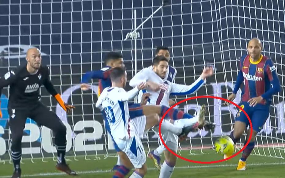 VAR giúp đỡ nhưng Barca vẫn sút hỏng phạt đền nhiều hơn ghi bàn