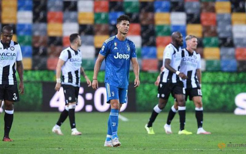 Thua sốc Udinese, Juventus lỡ cơ hội đăng quang sớm