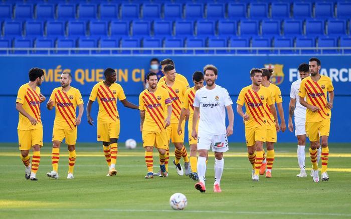Messi mờ nhạt ở trận đầu tiên dưới thời tân HLV Koeman, nhưng 3