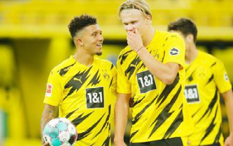 Haaland tranh đá penalty với Sancho