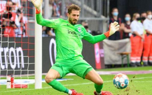 Thủ môn nam thần hóa siêu nhân khiến Bayern thua sốc ngay trên sân nhà