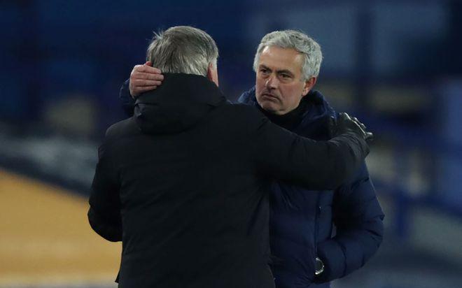Cúp FA: Mourinho ví von 'loạn xì ngầu' sau thất bại 'điên rồ' của Tottenham trước Everton