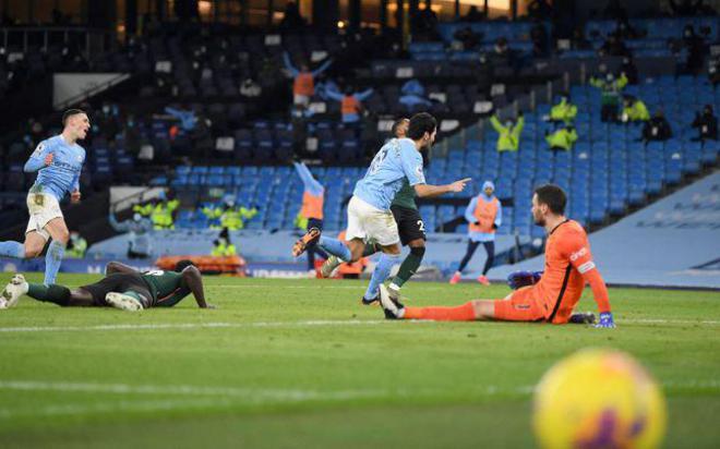 Mourinho bất bình khi Tottenham thua Man City vì sự 'hiện đại hóa' phạt đền