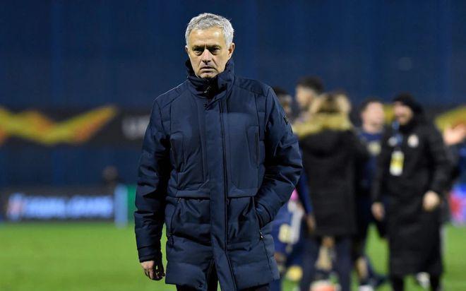 Mourinho đối mặt việc bị Tottenham sa thải khi chiến thuật quá lỗi thời