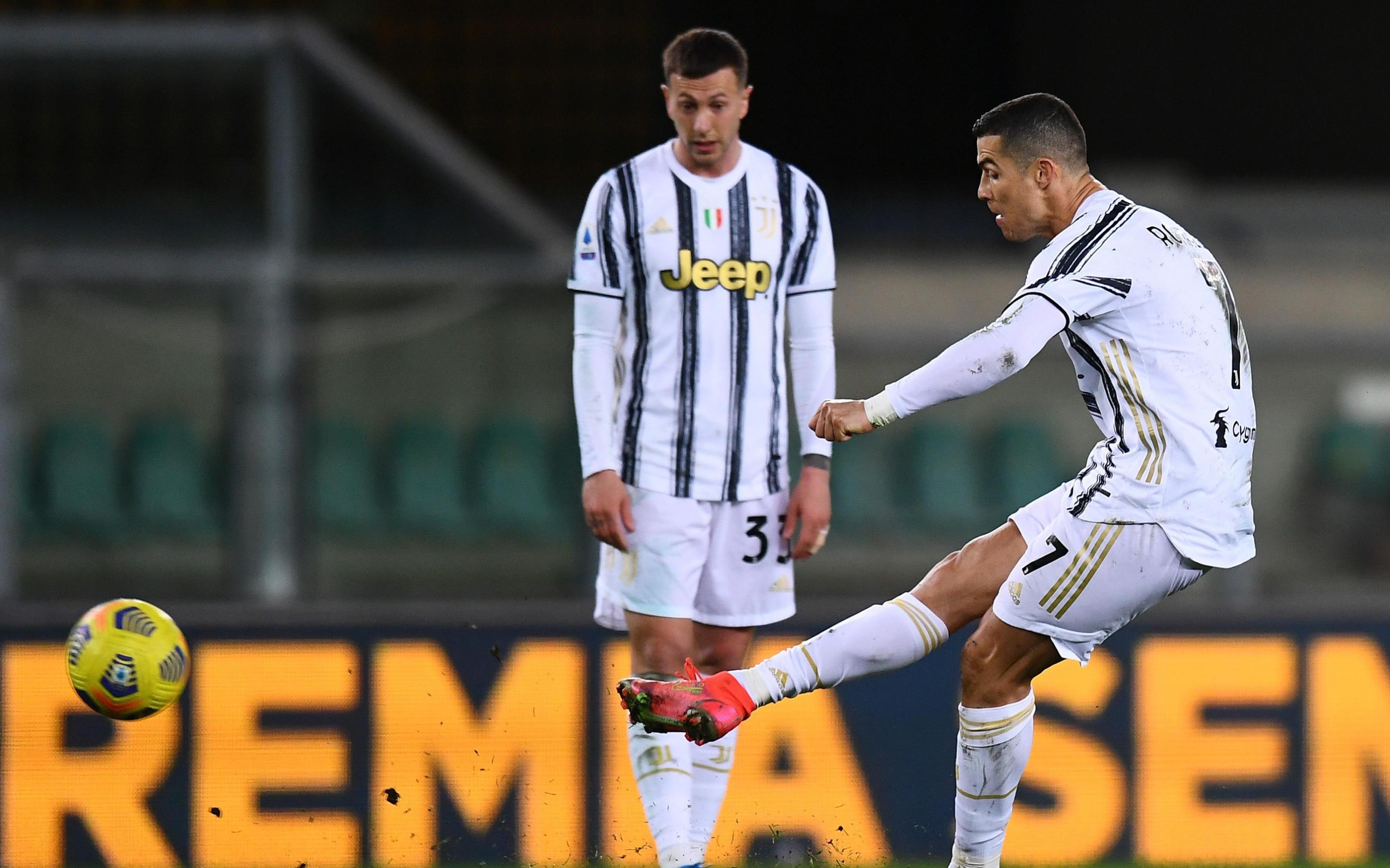 Lập siêu kỷ lục nhưng Ronaldo sẽ khiến Juventus phải