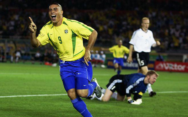Ronaldo lần đầu xin lỗi các bà mẹ vì kiểu tóc 'kinh khủng' ở World Cup 2002
