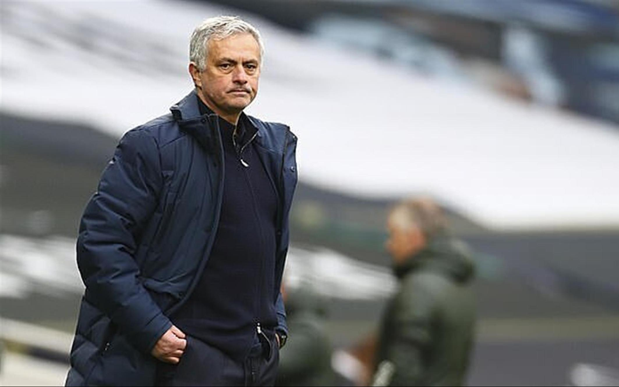 HLV Mourinho đối diện nguy cơ sa thải lớn