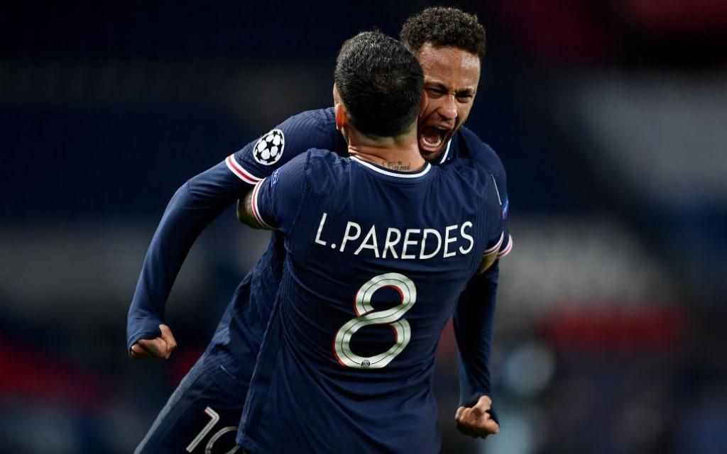 Neymar sút trúng cả xà ngang lẫn cột dọc, PSG vượt qua Bayern trong cảnh