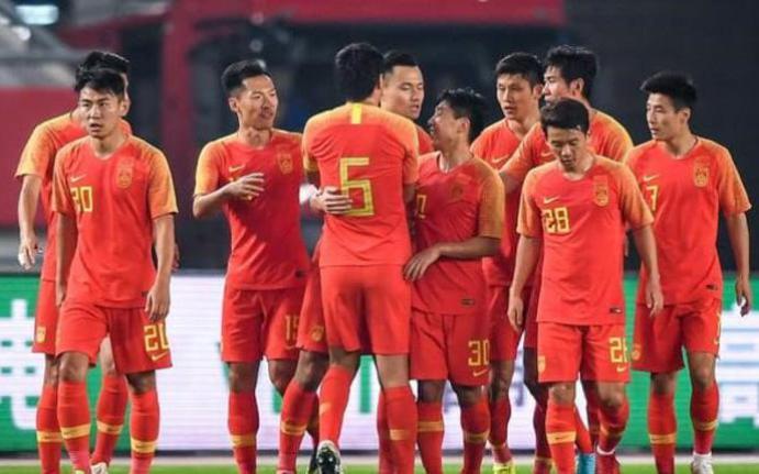 Báo Trung Quốc cay đắng thừa nhận thực trạng phũ phàng ở hàng phòng ngự ĐTQG