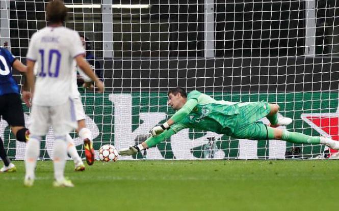 Courtois gây kinh ngạc bằng 4 pha cứu thua cho Real Madrid